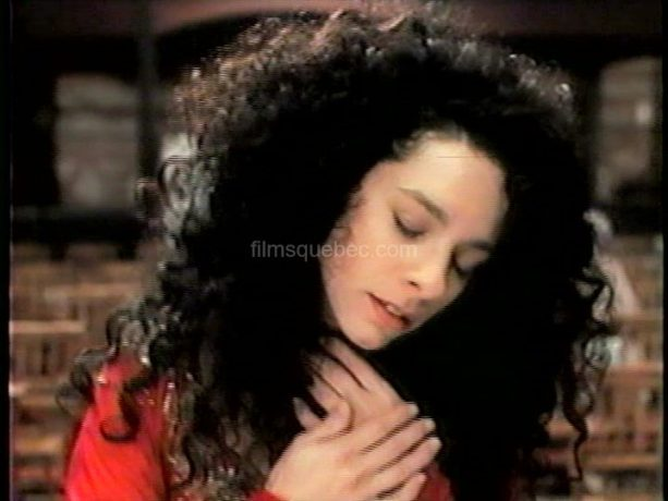 Isabelle Cyr dans Karmina de Gabriel Pelletier (image extraite du film (capture VHS) - Collection filmsquebec.com - Reproduction interdite sans autorisation)
