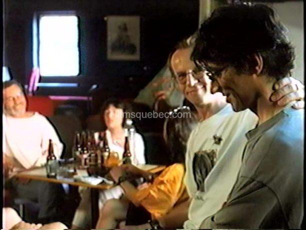 Image de Claude Fortin (droite) et les amis de la casa dans L'autobiographe amateur, chronique humoristique de Claude Fortin
