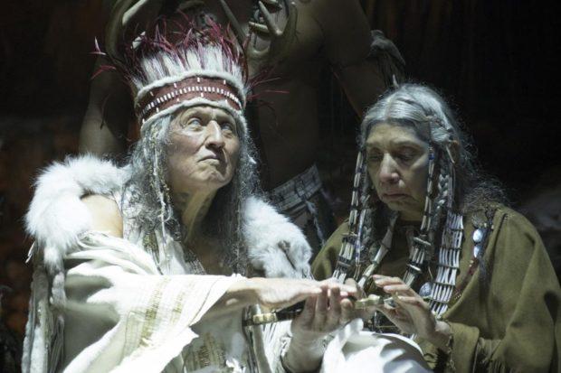 Wahiakeron Gilbert (g.) dans Hochelaga Terre des Âmes de François Girard (source image : Les Films Séville)