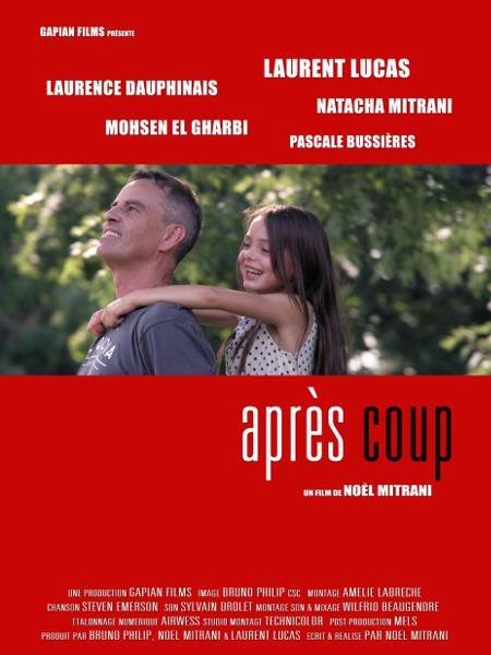 Affiche du film Après coup de Noël Mitrani. Noir et blanc sur fond rouge avec en photo Laurent Lucas et la petite Natacha Mitrani sur son dos.