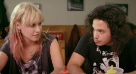 """Rose-Marie Perreault et Anthony Therrien dans le film """"Les faux tatouages"""" de Pascal Plante"""