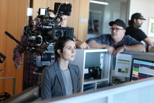 """Nicolas Monette (réalisateur) et Mélissa Désormeaux-Poulin (comédienne) sur le plateau de tournage de la comédie légère """"Le trip à trois"""" (crédit Bertrand Calmeau)"""