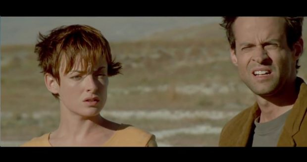 Pascale Bussières et Alexis Martin dans Un 32 août sur Terre de Denis Villeneuve (image extraite du film)