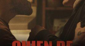 Affiche du film Chien de garde de Sophie Dupuis. On y voit deux comédiens de profil en train de rire aux éclats.