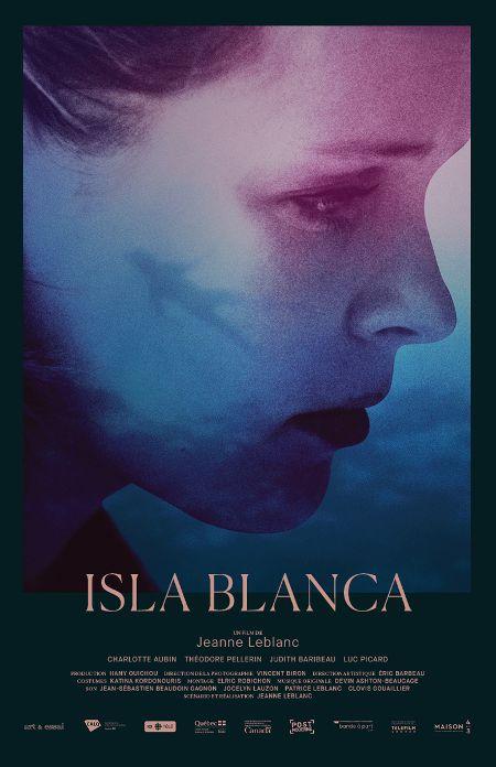 Affiche du film Isla blanca de Jeanne Leblanc - On y voit de manière très stylysée le profil de la comédienne Charlotte Aubin sur lequel se reflète une petite silhouette de nageuse.
