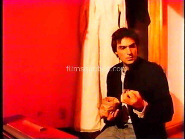 Jean-Francois Pichette (Pablo) dans Pablo qui court de Richard Bergeron (image extraite du film (capture VHS) - Il dérobe l'argent de son amante)