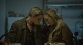 Evan Rachel Wood, Julia Sarah Stone dans Allure de Carlos Sanchez et Jason Sanchez