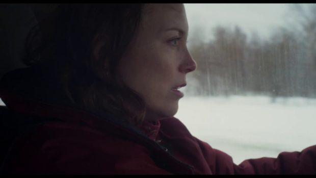 Isabelle Blais dans le film Tadoussac, de Martin Laroche (la comédienne est filmée de profil, au volant d'une auto)