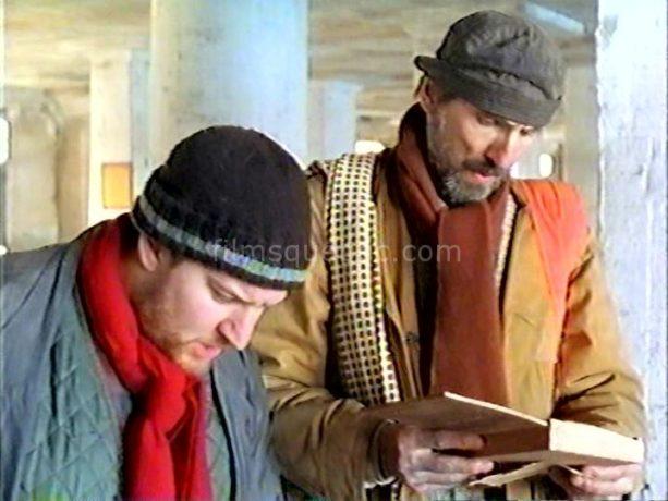 Les comédiens Benoît Brière et Gaston Lepage dans Joyeux calvaire de Denys Arcand (ils lisent une lettre d'un soldat envoyée à sa femme durant la guerre 14-18)