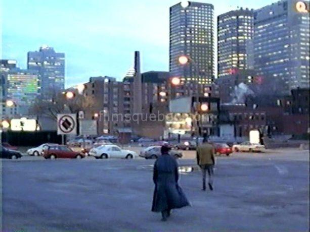 Benoît Brière et Gaston Lepage dans Joyeux calvaire de Denys Arcand (on voit le centre-ville de Montréal aux premières lueurs du jour)