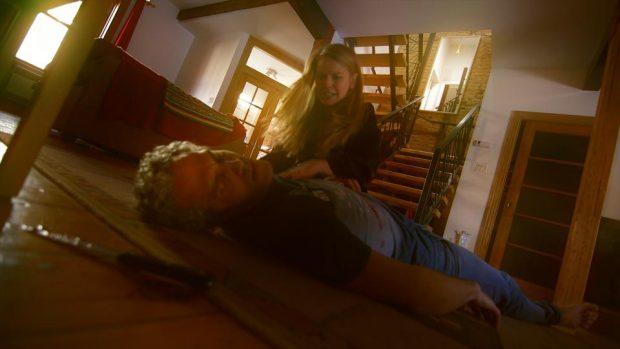 Martin Boileau et Marion Van Bogaert Nolasco dans Pervers ordinaire de Roger Boire (la jeune femme découvre le cadavre de son compagnon)