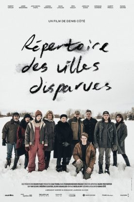 Affiche Répertoire des villes disparues de Denis Côté (un groupe de personnes sur fond de neige)