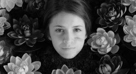Speak Love - Extrait du film d'Emmanuel Tardif (un visage de jeune femme entouré de fleurs)