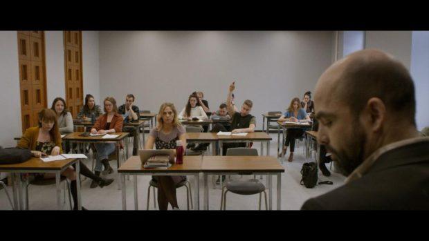 Le coupable d'Onur Karaman (un prof est devant une salle de classe)