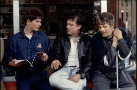 Image extraite de Gaz Bar Blues de Louis Bélanger (Réal Bossé à droite et Claude Legault au centre)