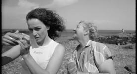Image des comédiennes Sylvie Drapeau et France Arbour dans le film Les Fantômes des 3 Madeleine de Guylaine Dionne (source : collection personnelle)