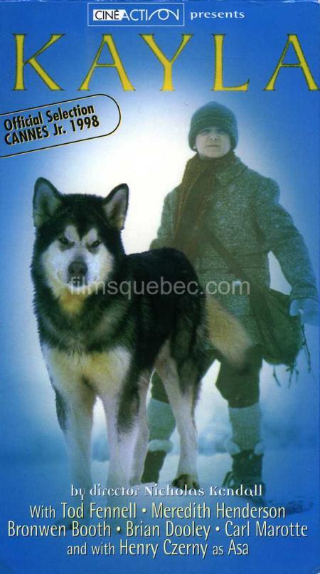 Pochette VHS du film Kayla - On y voit le garçon et son chien sur fond bleu