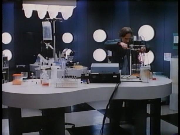 Paul Savoie dans Une portion d'éternité de Robert Favreau - Le laboratoire d'expérimentation - Source: collection personnelle