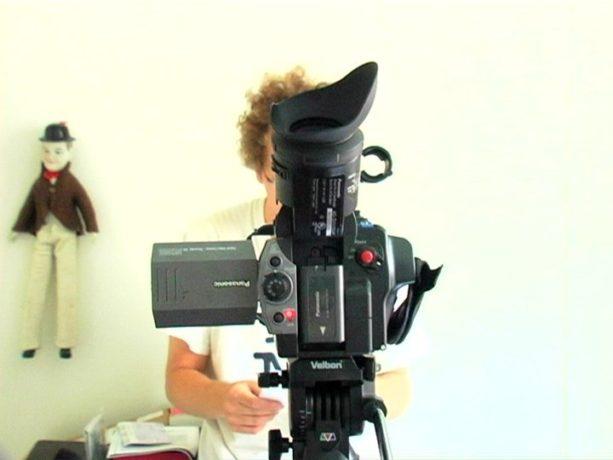 Les ombres électriques - Charles Barabé devant et derrière la caméra - Capture d'écran ©filmsquebec.com