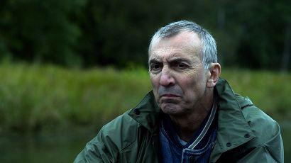 Gaston Lepage incarne Fernand dans Coteau rouge d'André Forcier ©Atopia Distribution