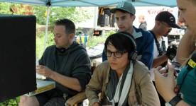 Chloé Robichaud durant le tournage de Sarah préfère la course (Patrick Aubert à gauche, Catherine Kirouac à droite - image tirée de la page Facebook du film)