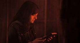 Clémence Dufresne-Délières est Chloé dans Ressac de Pascale Ferland (ici dans la scène du fumoir, la plus belle du film - K-Films Amérique - Les Films de l'autres)