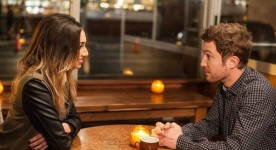 Sam Huntington, Meaghan Rath dans Three Night Stand (Pat Kiely)