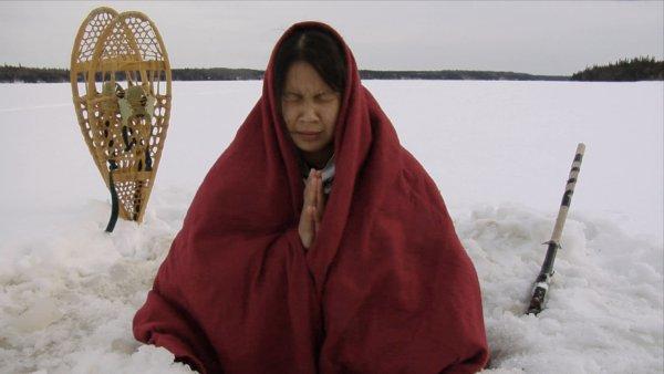 Shandy-Ève Grant dans 3 Histoires d'Indiens (©Coop Vidéo)