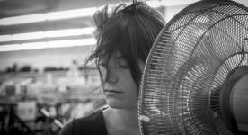 Julianne Côté dans le film Tu dors Nicole de Stéphane Lafleur (source dossier de presse)
