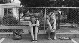 Image de Julianne Côté et Catherine St-Laurent dans Tu dors Nicole (©Sara Mishara)