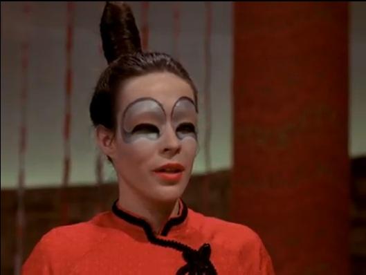 Louise Forestier est Taya la reine des communistes chinois dans IXE-13 (Jacques Godbout, ONF - image coll. personnelle)