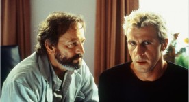 Image promotionnellle avec les comédiens Patrick Huard et Michel Côté dans le film Sur le seuil (Éric Tessier, 2003 - ©Alliance Atlantis Vivafilm)