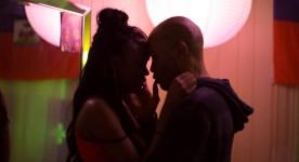 Un couple se regarde dans les yeux - Image du film Scratch de Sébastien Godron - © Bernard Fougères