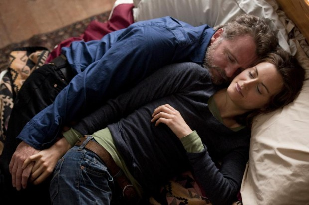 Aidan Quinn etTaylor Schilling dans Stay de Wiebke von Carolsfeld (©eOne Canada)