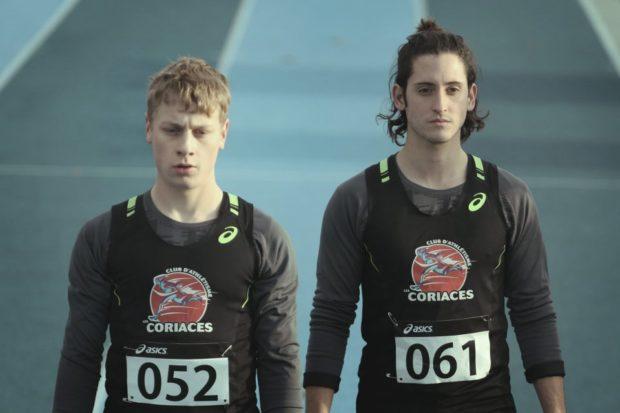 Image officielle des comédiens Antoine Olivier Pilon et Lou-Pascal Tremblay dans le film 1:54 de Yan England (Crédit : Bertrand Calmeau)