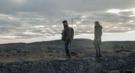 Image des comédiens Marie-José Croze et Natar Ungalaaq dans Iqaluit de Benoit Pilon