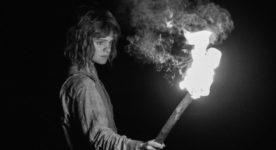 Marine Johnson (la fille) dans La petite fille qui aimait trop les allumettes de Simon Lavoie (©GPA Films)