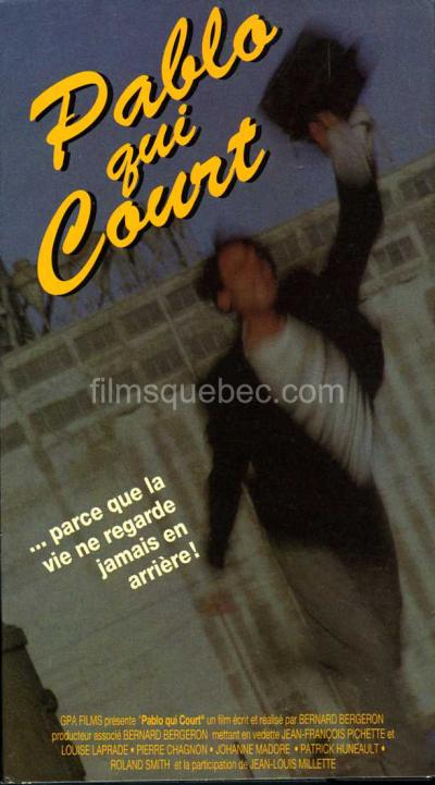 Pochette VHS du film Pablo qui court de Bernard Bergeron - On y voit très flouté un homme qui court avec une malette à la main tenue haut dans les airs.