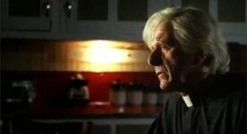 Albert Millaire dans le film Sur le seuil