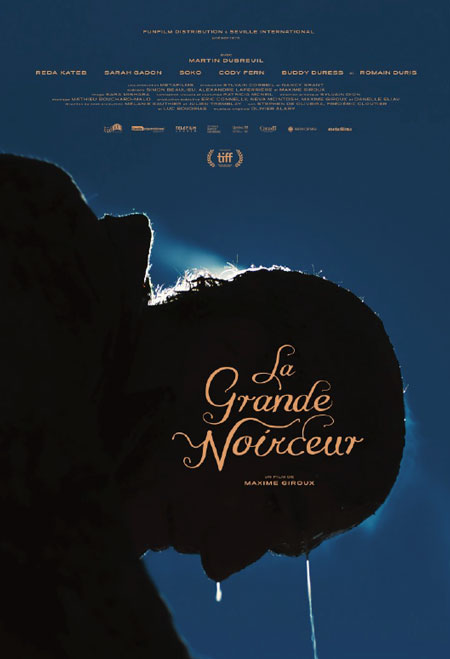 La grande noirceur - Affiche du film de Maxime Giroux (un visage ruisselant est montré de profil sur un fond bleu foncé)