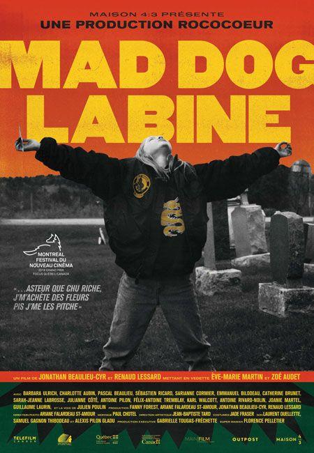 Affiche du film Mad Dog Labine de Jonathan Beaulieu-Cyr et Renaud Lessard (au milieu d'un cimetière, une fillette a les bras écartés, la tête levée au ciel)