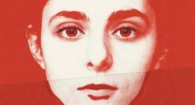 Antigone de Sophie Deraspe (affiche temporaire montrant le visage d'une jeune femme en gros plan sur fond rouge sang)