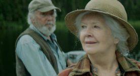 Les comédiens Andrée Lachapelle et Gilbert Sicotte dans une scène du film Il pleuvait des oiseaux