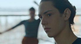 Image extraite de L'acrobate, sixième film du très rare Rodrigue Jean - (de trois-quart, une jeune femme regarde ficement derrière la caméra)