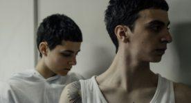 Image extraite du film Antigone (Nahéma Ricci et son frère dans la prison - Crédit Lou Scamble)