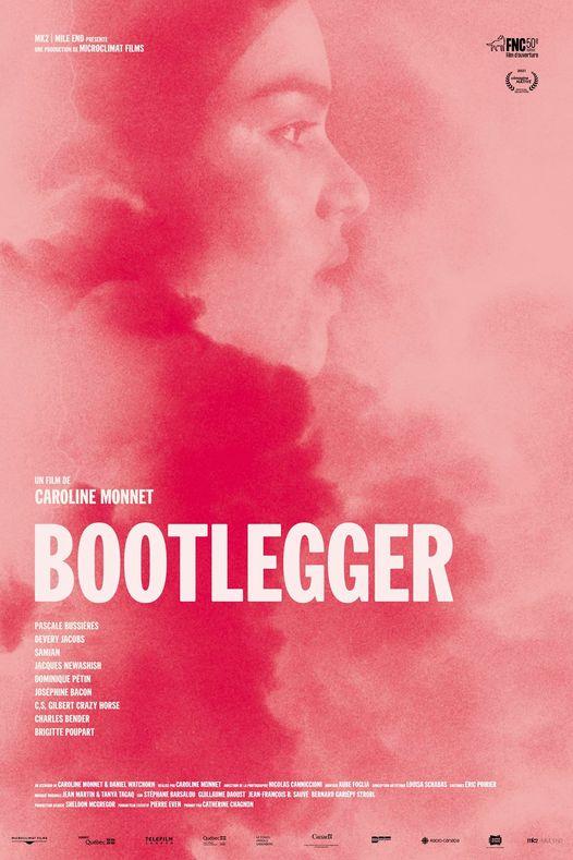 Affiche du film Bootlegger (on voit l'actrice Devery Jacobs de profil sur fond rose)