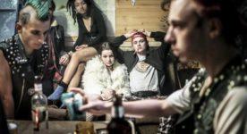 La déesse des mouches à feu - Catherine au 'campe' avec ses amis