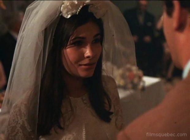 Francine Racette dans Le grand Rock (la jeune femme est en robe de mariée)