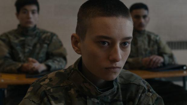 Visage en gros plan de l'actrice Éléonore Loiselle dans le film Guerres