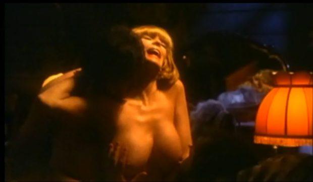 Dyanne Thorne dans Ilsa, la tigresse du goulag